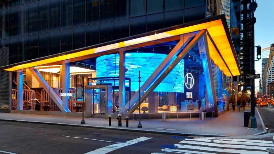 Chase Bank deposita a pareja $50,000 millones