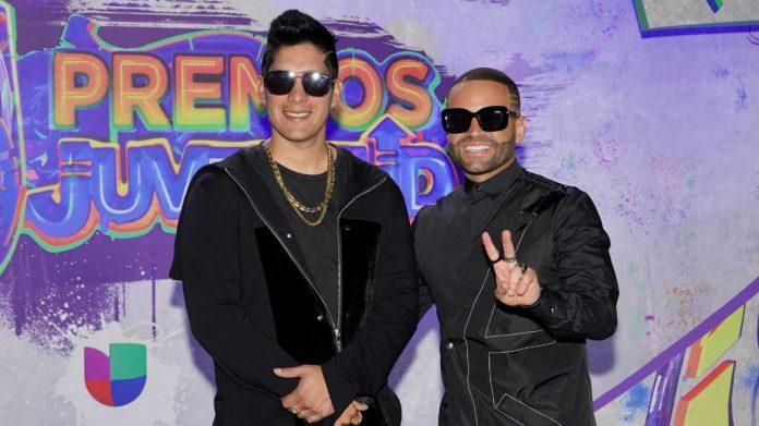 Chyno y Nacho juntos en Premios Juventud 2021