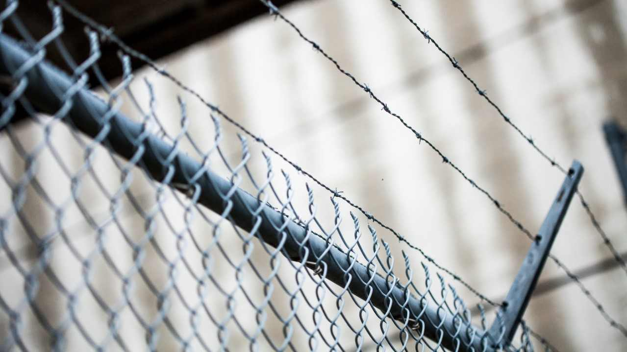 DHS reanuda procedimiento de deportación rápida para familias inmigrantes