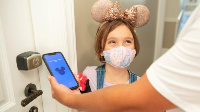 Disney restablece uso obligatorio de mascarilla