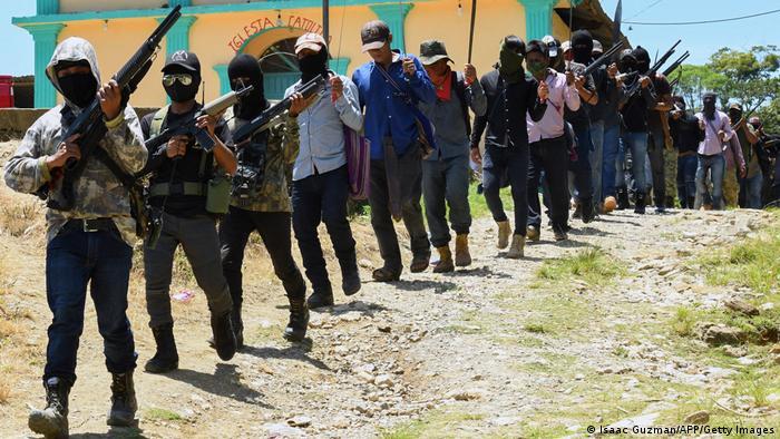 Grupo de autodefensa El Machete se presenta en Chiapas