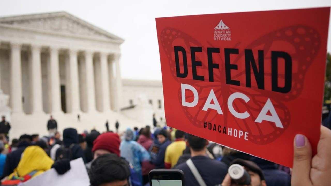 Juez de Texas ordenó suspender nuevos DACA