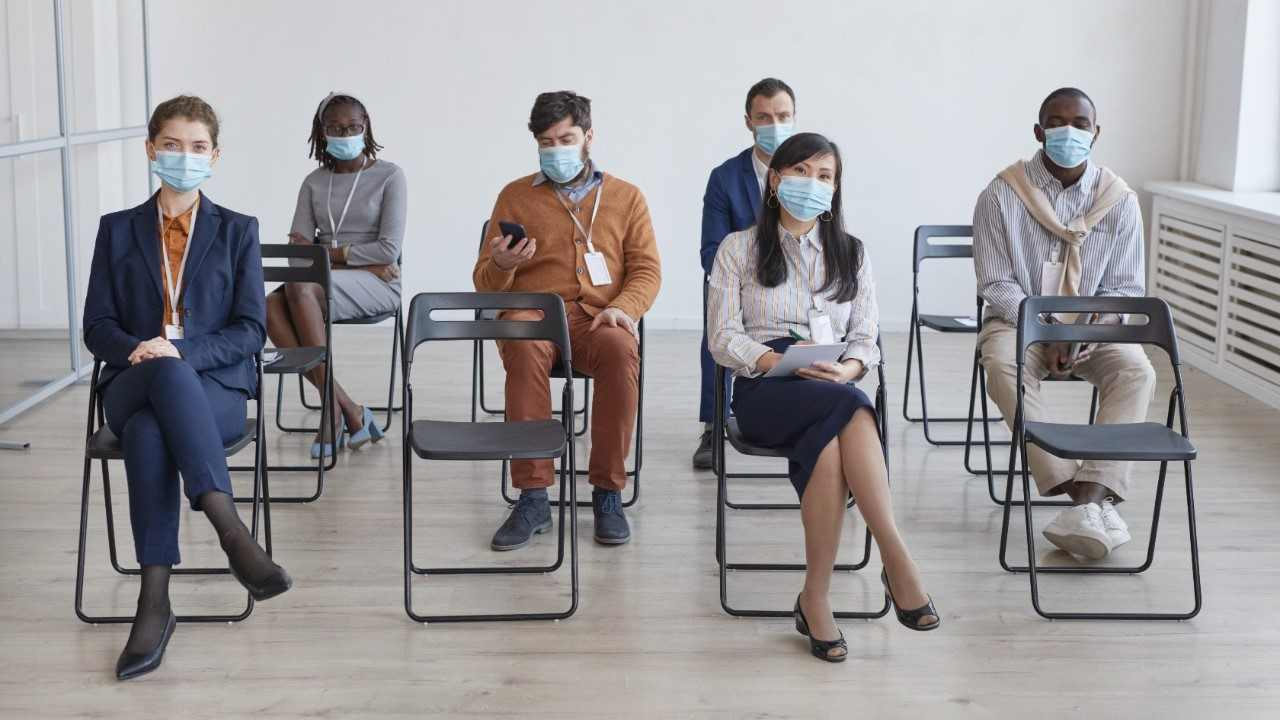 Los Ángeles exigirá el uso de mascarillas en interiores