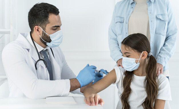 NC llama a familias a ponerse al día con vacunación de adolescentes