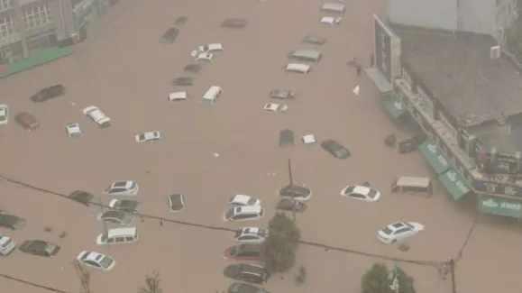 Zhengzhou Inundación en China deja 25 muertos