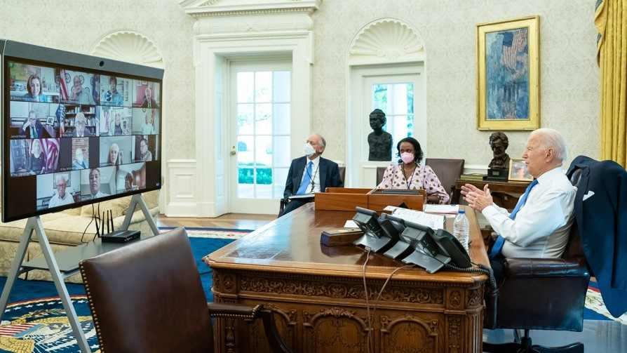 Administración Biden examina carga pública para inmigrantes