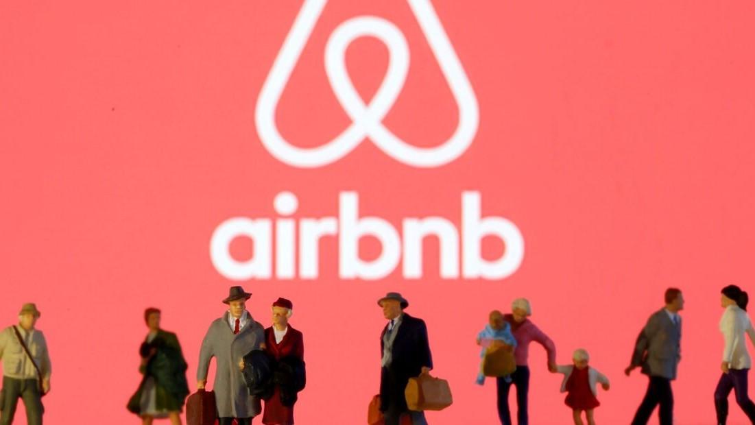 Airbnb se comprometió a albergar 20.000 refugiados afganos