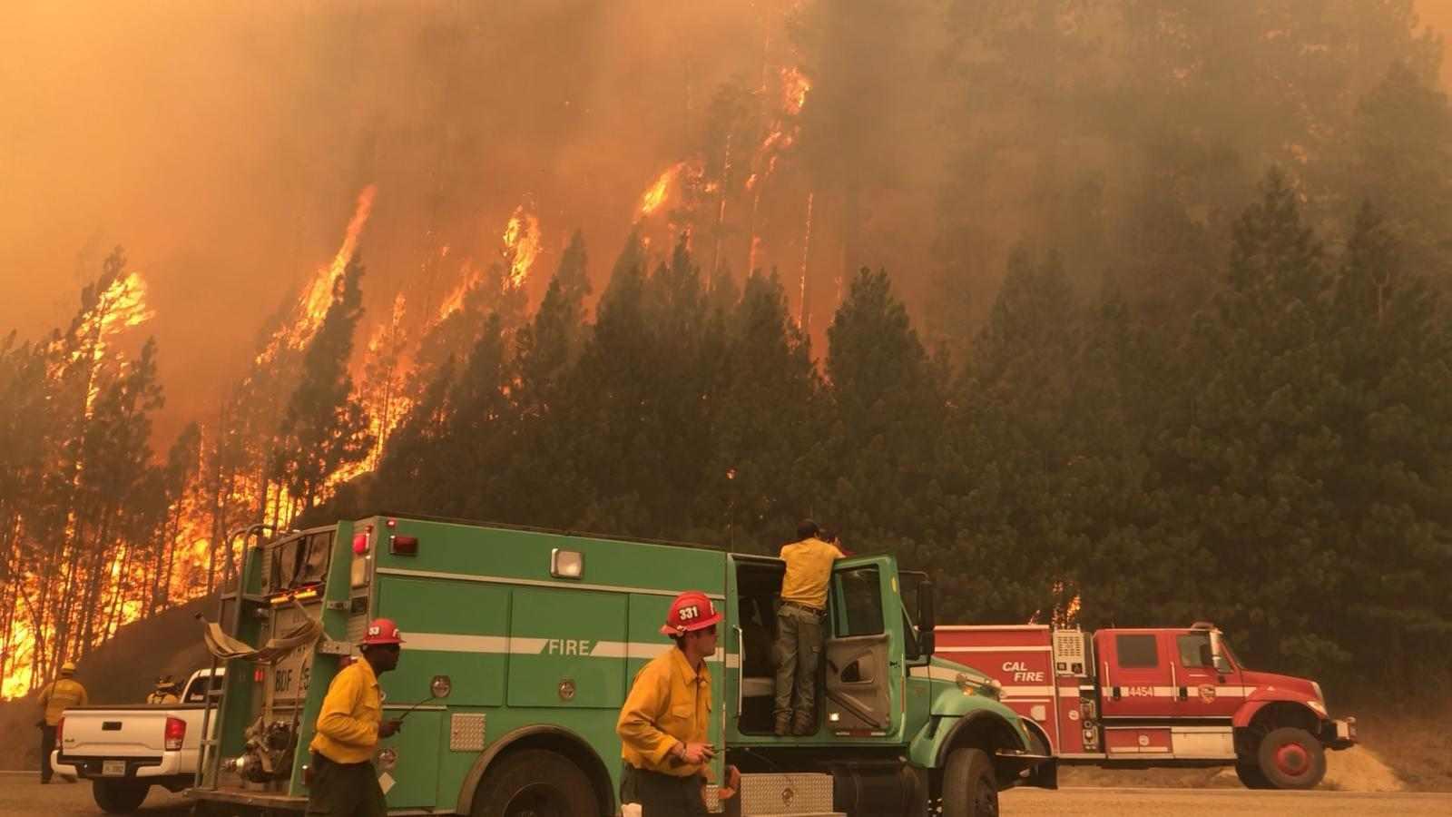 Caldor Fire obliga evacuación de residentes y turistas