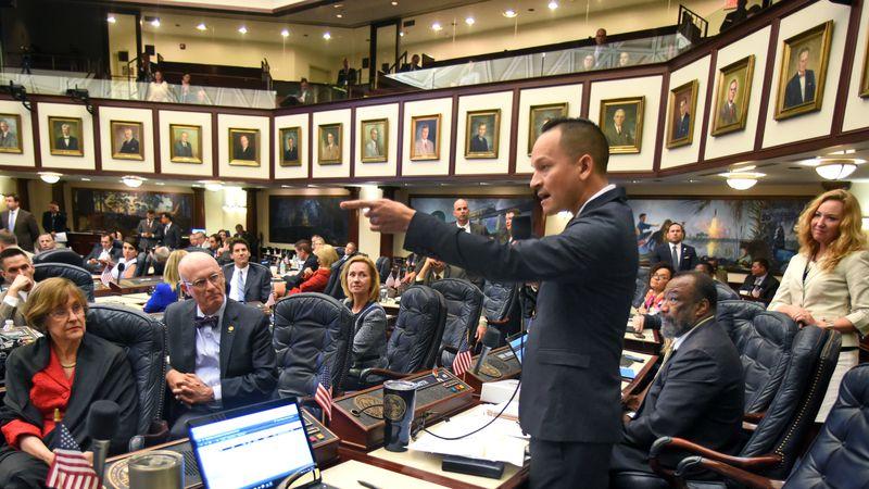 Congresista demócrata demanda a Florida