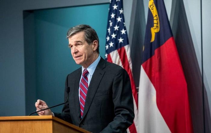 Cooper apoya pedido de renuncia de gobernador de Nueva York