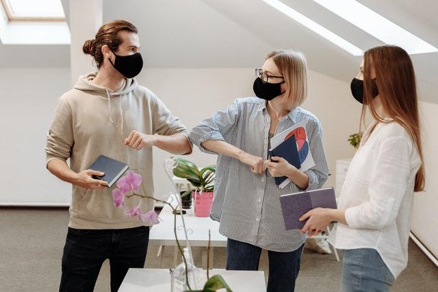 Durham establece mandato de uso de mascarillas en lugares de interiores