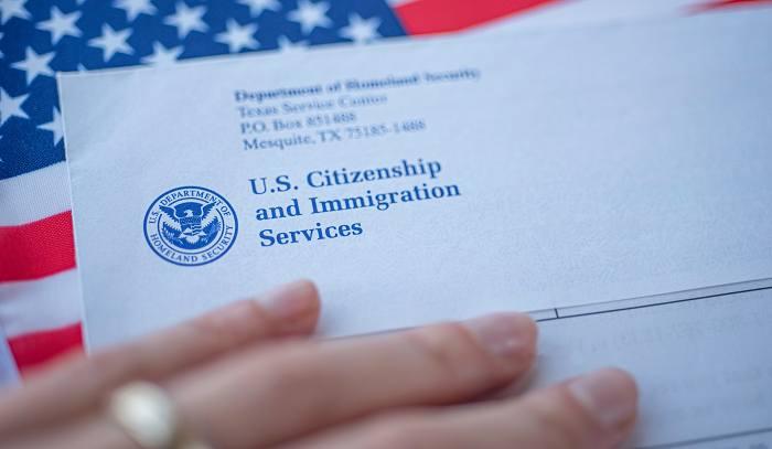 Inmigrantes unidos en el camino hacia la ciudadanía
