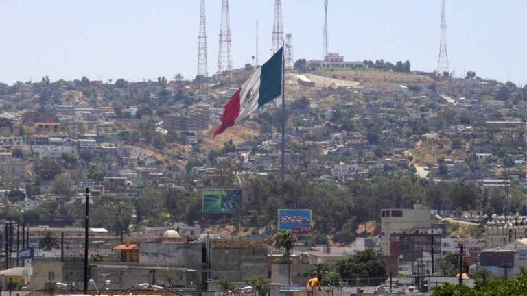"""Juez del Tribunal Supremo de EE. UU., suspendió el """"Quédate en México"""""""