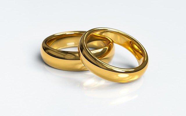 Legisladores aprueban nueva edad mínima para casarse