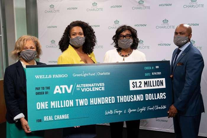 Millonaria donación de Wells Fargo para frenar violencia en Charlotte