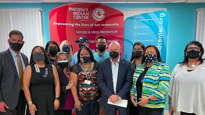 Senadores demócratas de Arizona presionados por reforma migratoria