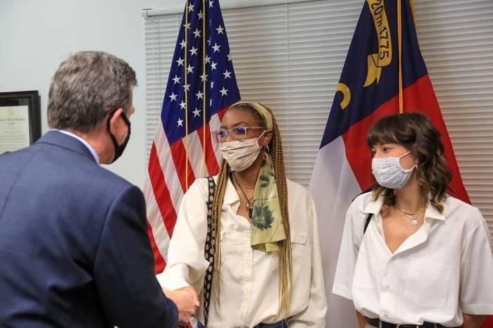 Una estudiante de 18 años ganó $ 1 millón del sorteo de vacunación