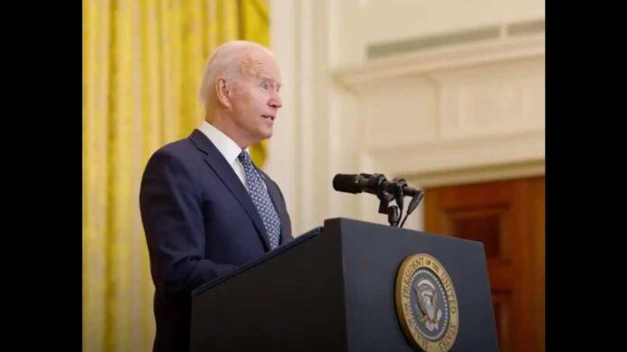 Biden amenaza a los no vacunados en EE. UU.