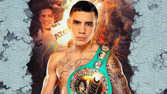 Boxeador mexicano Óscar Valdez retiene título con polémica