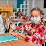 Clases avanzan en escuelas en medio de repunte COVID-19