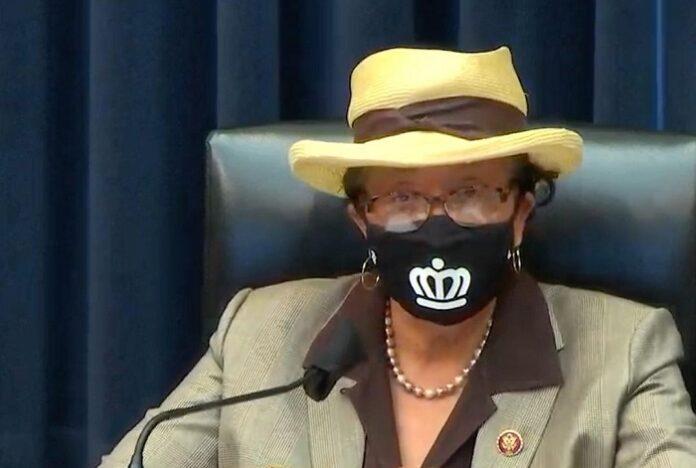 Congresista Alma Adams en evento de asistencia para renta en CLT