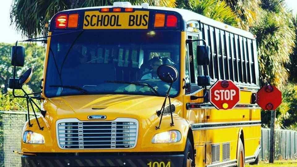 Covid-19 suma víctimas en Florida 54 maestros y 9 alumnos