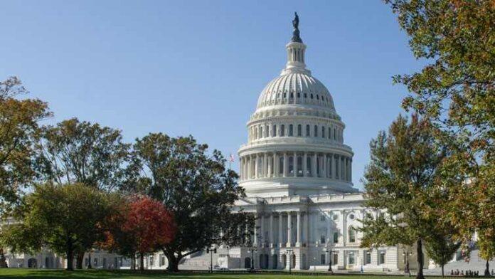 Demócratas buscan contrarreloj aprobar fondos para el gobierno