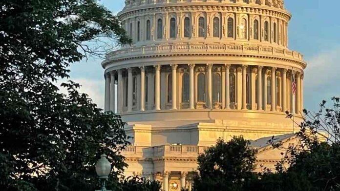 El Capitolio de EE. UU. refuerza seguridad por marcha de ultraderecha