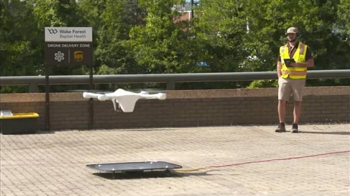 Entregan vacunas con drones en NC