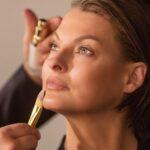 Linda Evangelista quedó 'deformada' por procedimiento cosmético