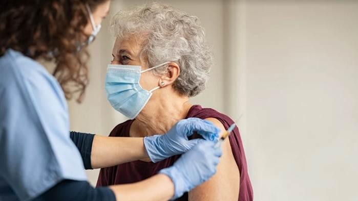 Mecklenburg espera recomendación de los CDC sobre dosis de refuerzo