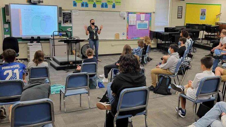 Polémico regreso a clases en Union County por aumento de covid en niños