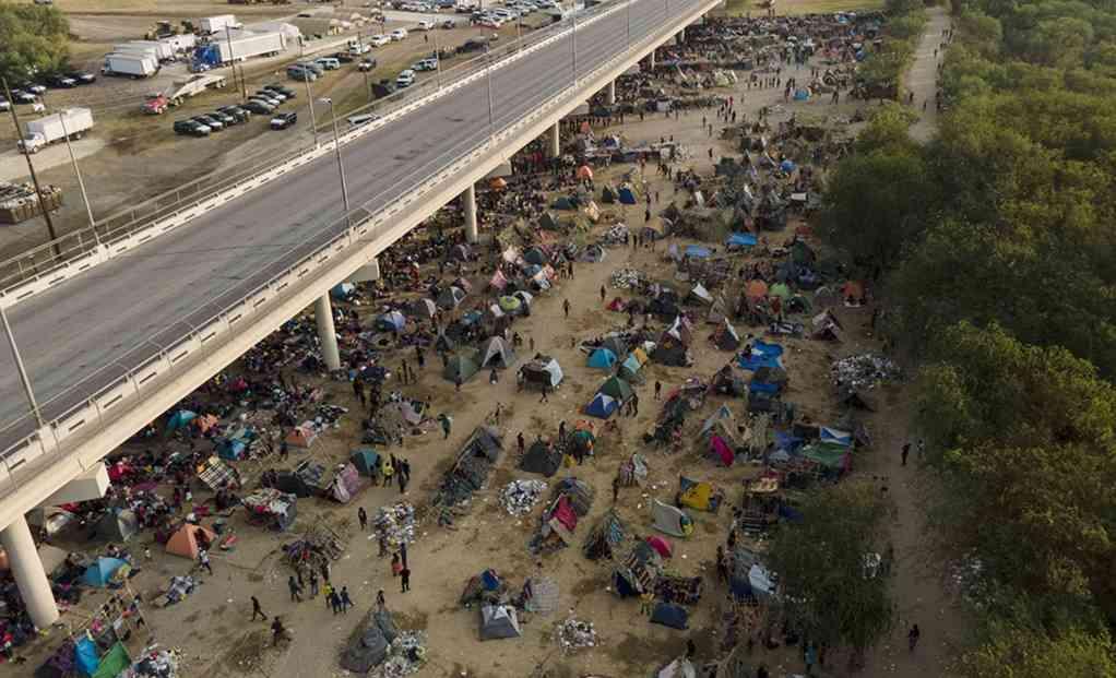 """Presentan proyectos de ley para consolidar el """"Quédate en México"""""""