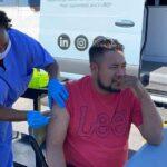 Trabajadores latinos esenciales reciben vacuna en Greenville