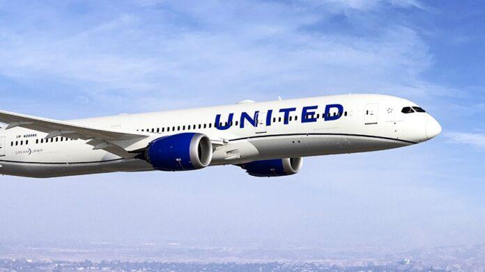 United Airlines convence a sus trabajadores de vacunarse