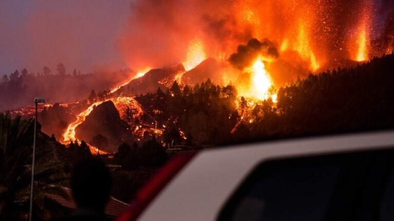 Volcán arrasó con casas y cultivos en España