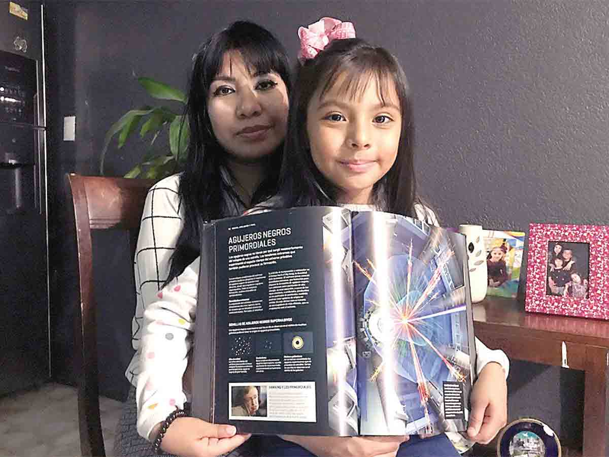 Adhara Pérez y su madre Nayeli Sánchez Gómez