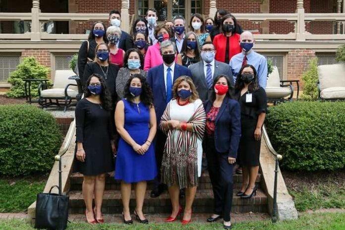 Cooper pone sobre la mesa el impacto de la pandemia en comunidades latinas
