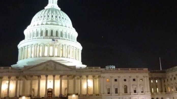 El Senado de EE. UU. aprueba suspender el techo de deuda hasta diciembre