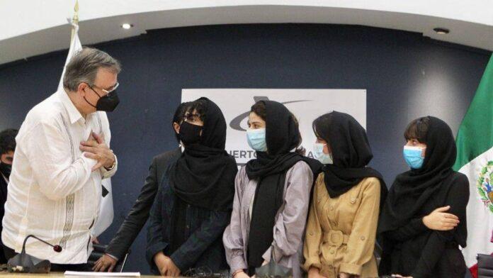 Equipo afgano de robótica soñadoras afganas recibió asilo en México