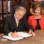 Greg Abbott prohíbe obligatoriedad de vacunas anticovid