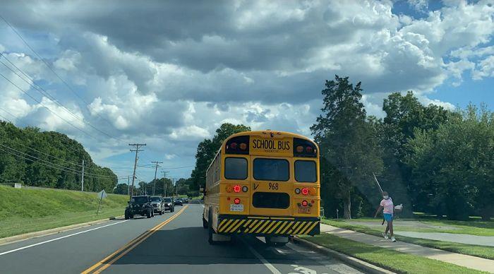 Mejoran salario a conductores de autobuses escolares