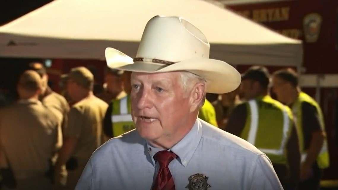 sheriff del condado de Crimes, Don Sowell